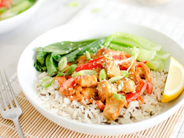 Vegan cooking for beginners - Easy peanut tofu stir-fry by Lovely Jubley
