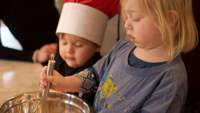 How to involve kids in cooking at all ages (with lots of kid-friendly recipes!) | A guest post by Janelle Leclair of Peaceful Easy Vegan Nutrition