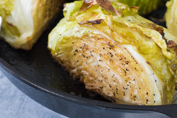 Cast iron cooking for vegans - Roasted cabbage