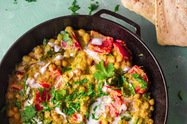 Cast iron cooking for vegans - Chickpea and spinach mango curry