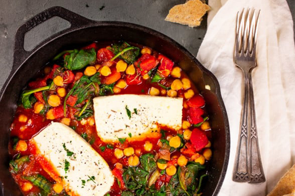 Cast-iron cooking for vegans - Vegan feta chickpea skillet