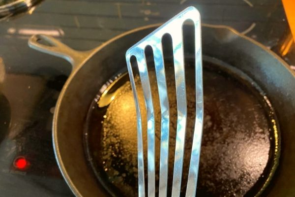 Picture of my thinnest metal spatula for the perfect tofu scramble