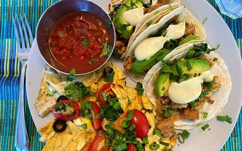 What I eat in a day as a vegan - Jackfruit tacos and loaded nachos