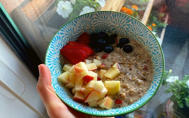 Overnight oats ready to eat - What I eat in a day as a vegan