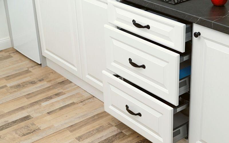 Deep kitchen drawers - Plant-based pantry organization